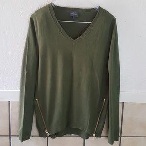Market & Spruce Army green v-neck sweater Size L